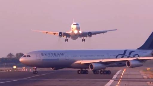 Two Planes Have Near Miss on Runway in Barcelona