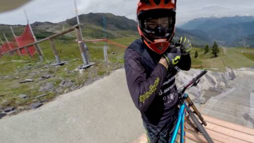 Mountainbiker Has Hilarious Commentary While Riding New Course