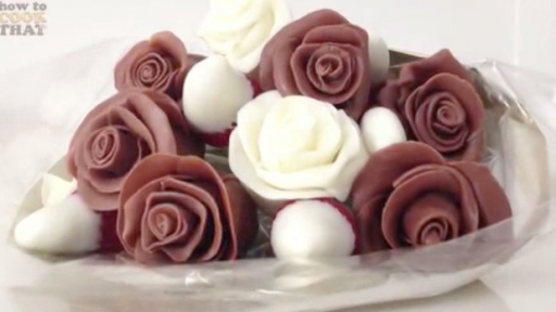 How to Make a Bouquet of Beautiful and Delicious Chocolate Strawberry Roses