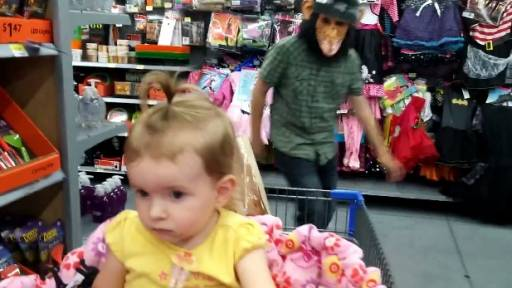 'Dunston Checks In' and Scares Little Girl