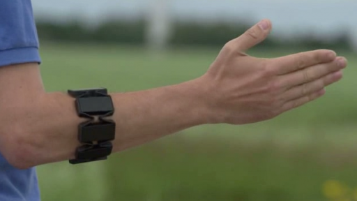 Wearable Gesture Control Allows You to Stay Connected to Technology