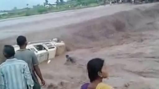 Good Samaritans Save Passengers from Van Stuck in River