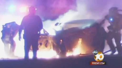 Brave Police Officer Pulls Man From Burning Car