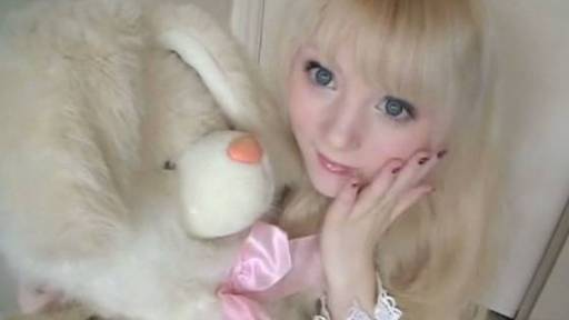 'Venus Angelic' Makes Herself Look Like a Real Life China Doll