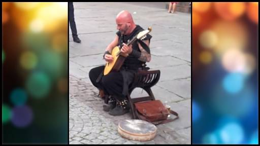 Amazing French Street Performer Has a Surprising Voice