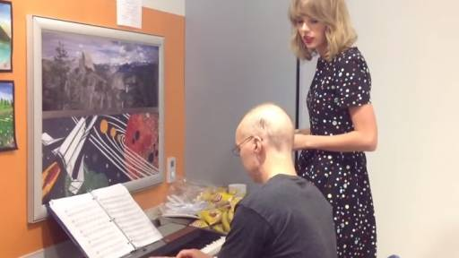 Taylor Swift Sings with Cancer Patient in Hospital