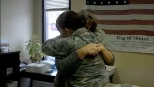 US Airman Surprises Mother