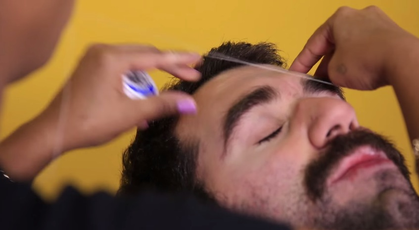 Watch Buzzfeed Staff Writhe In Pain As They Try Threading For