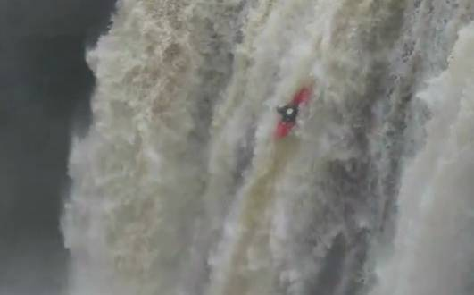 Young Guys Kayak Off of a Giant Waterfall at Noccalula Falls ...