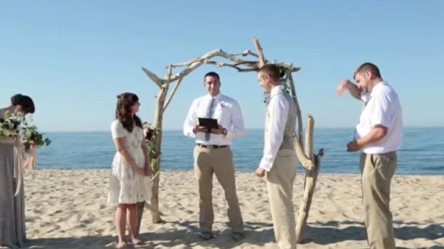 bugs wedding video - funny beach wedding photos