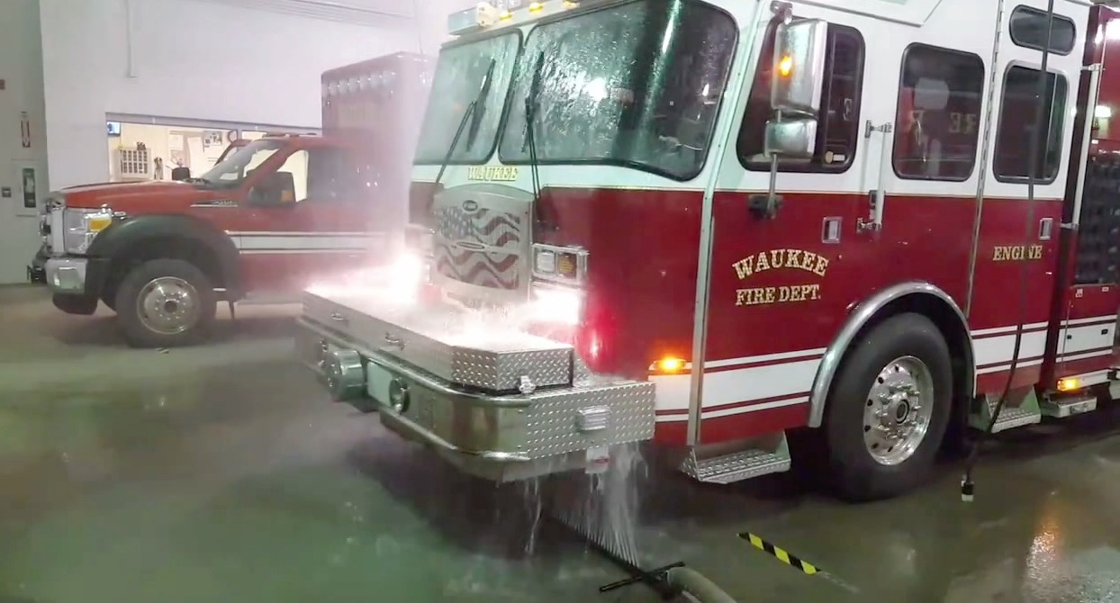 5 Minute Car Wash >> Iowa Firefighters Invent Amazing Fire Engine Car Wash Device | RTM - RightThisMinute