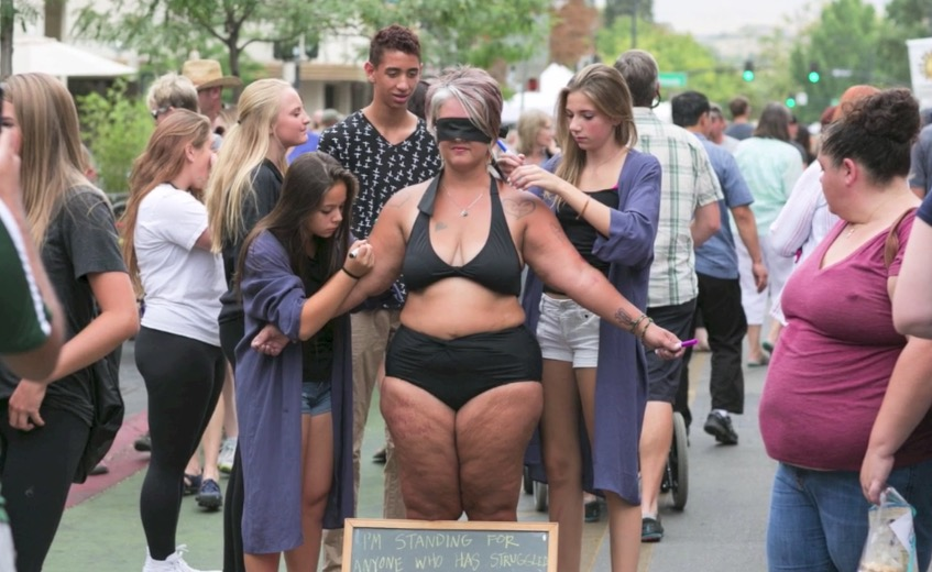 Woman Strips Down In Public To Promote Body Self Acceptance Rtm Rightthisminute