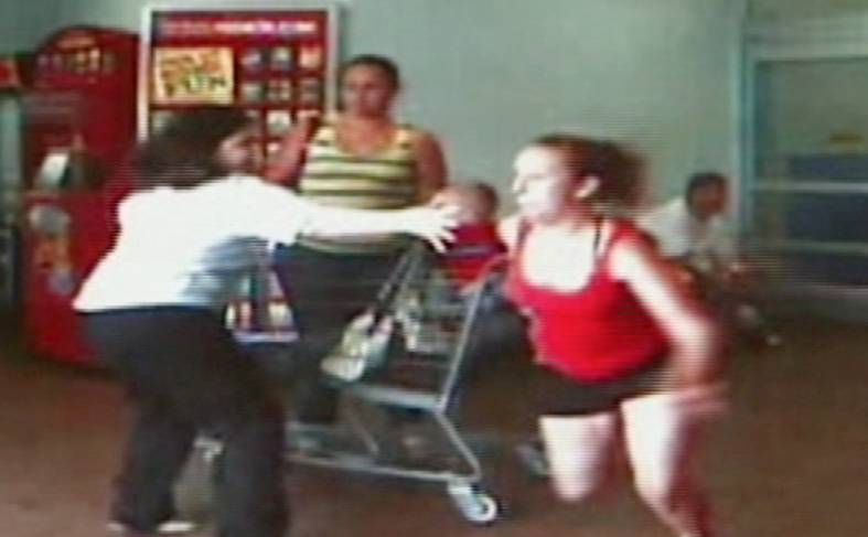 Florida Sisters Abandon Child During Walmart Shoplifting | RTM