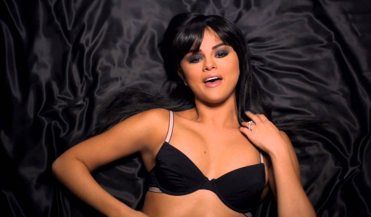 Selena Gomez Wears Lingerie and Makes Out With Model on ...